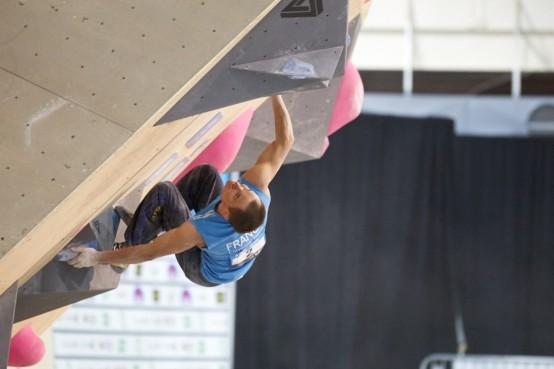 Structure d'acier pour un mur d'escalade de bouldering pour le championnat du monde iSFC à Toronto, 2015. Steel structure for a bouldering climbing wall for the iSFC World Championships in Toronto, 2015.