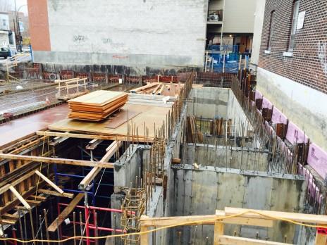 Contreforts en béton armé pour le projet DUC 2, Montréal. Reinforced concrete buttresses.
